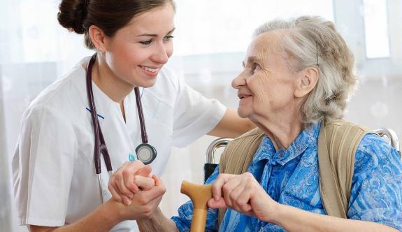 Küresel Sağlık Sektörünün Odağında Yaşlı Bakımı Endüstrisi Var