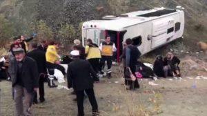 Kanser tarama testine giden araç kaza yaptı: 31 yaralı
