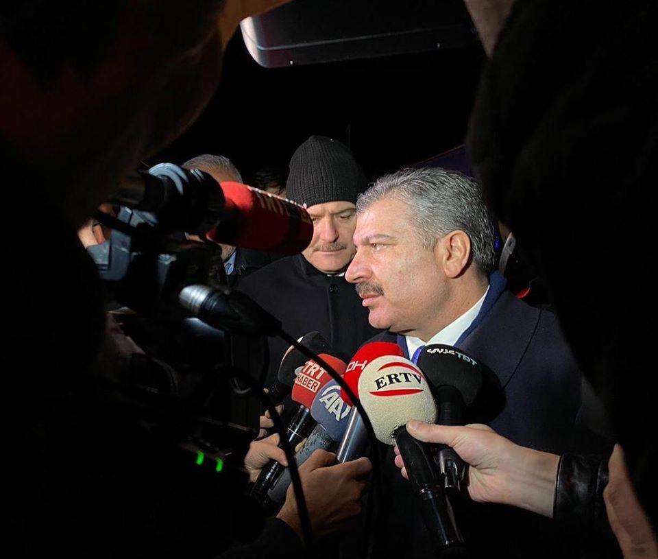 """Sağlık Bakanı Fahrettin Koca: """"Elazığ ve Malatya'da depremin yaşandığı bölgelerde tespit ve çalışmalarımıza devam ediyoruz"""""""